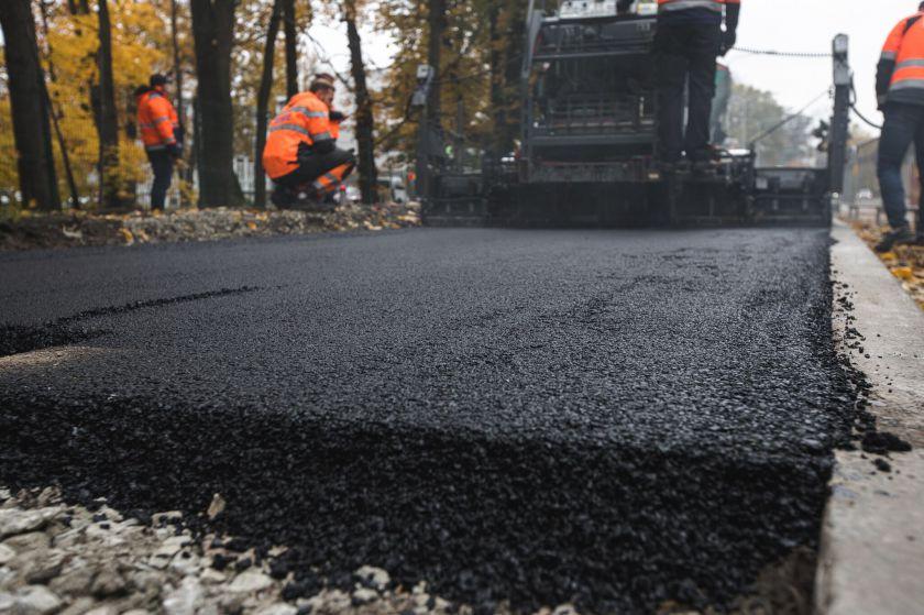 Baigta pirmoji Baltijos šalyse kelio atkarpa, kurios sudėtyje – plastiko atliekos