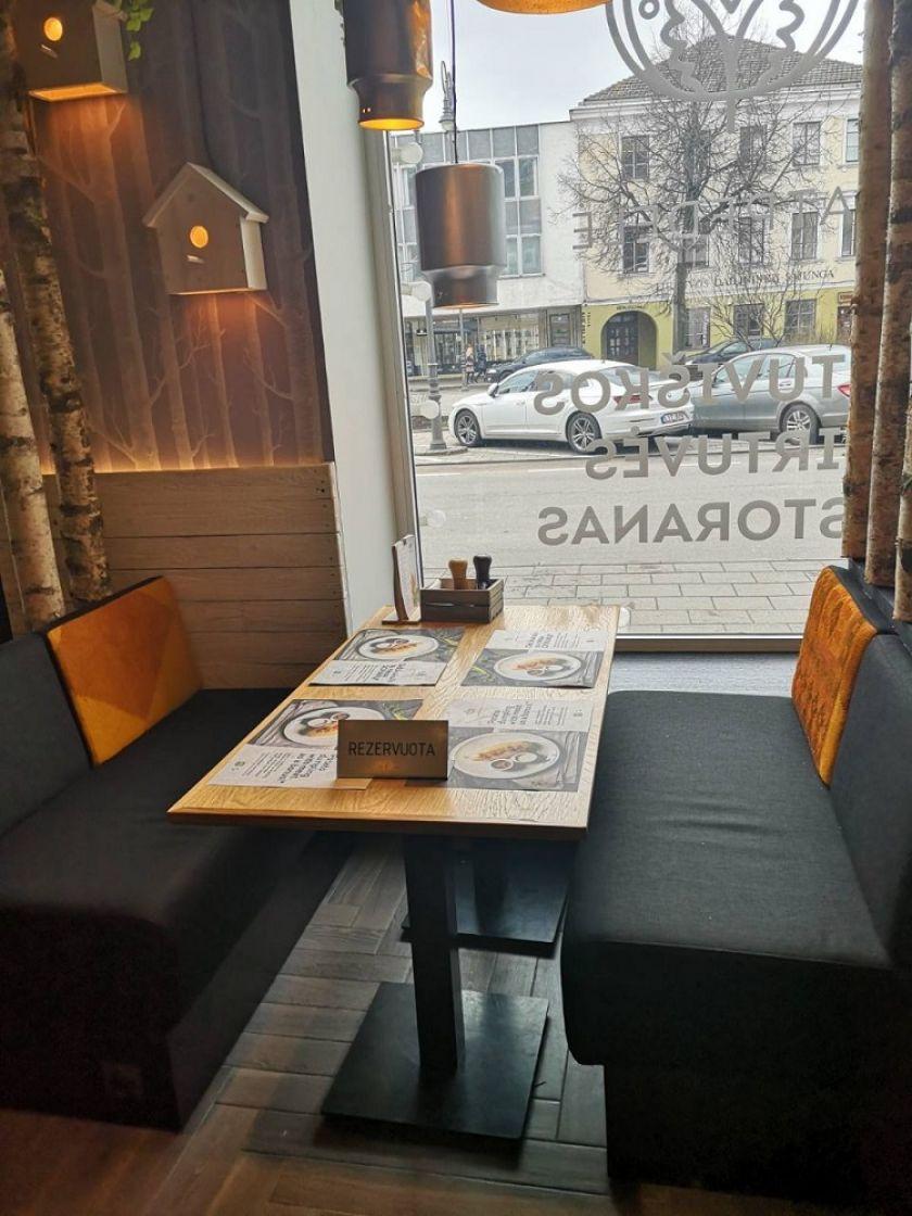 Italijos pavyzdžiu: epidemijos akivaizdoje Lietuvos restoranai svečius pradeda sodinti prie kas antro stalelio