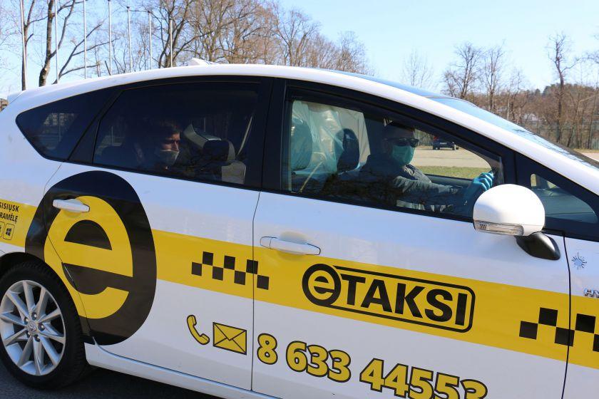 Vilniuje pasirodė taksi automobiliai su izoliuotomis vietomis keleiviams