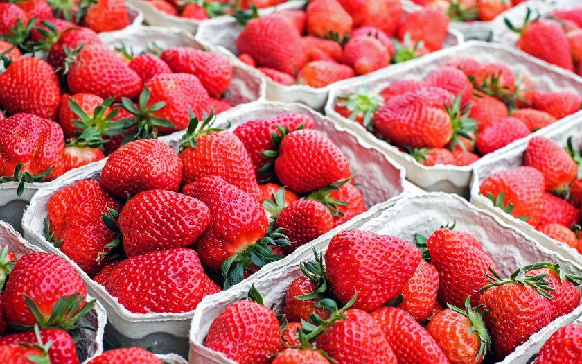 Raudonos spalvos vaisiai: kuo naudingi ir ką iš jų pagaminti?