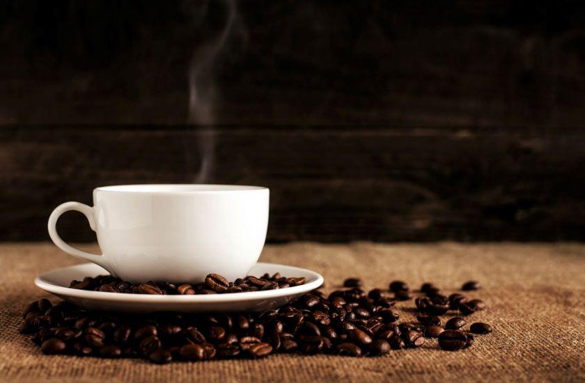 Kava populiarumu aplenkė arbatą: karantino metu pasaulį užvaldė vienas receptas