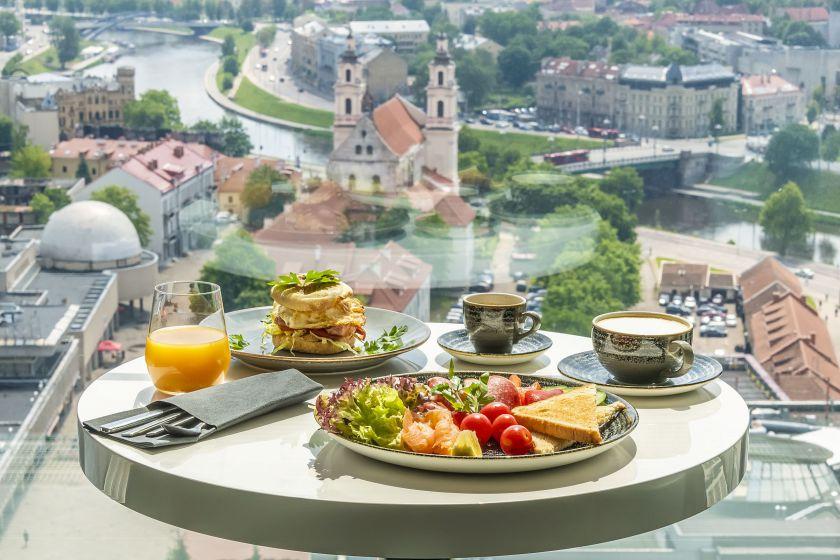 """""""Radisson Blu Hotel Lietuva"""", pirmasis Baltijos šalyse grupės viešbutis, gavęs """"SGS"""" sertifikatą, kviečia apsistoti lietuvius"""