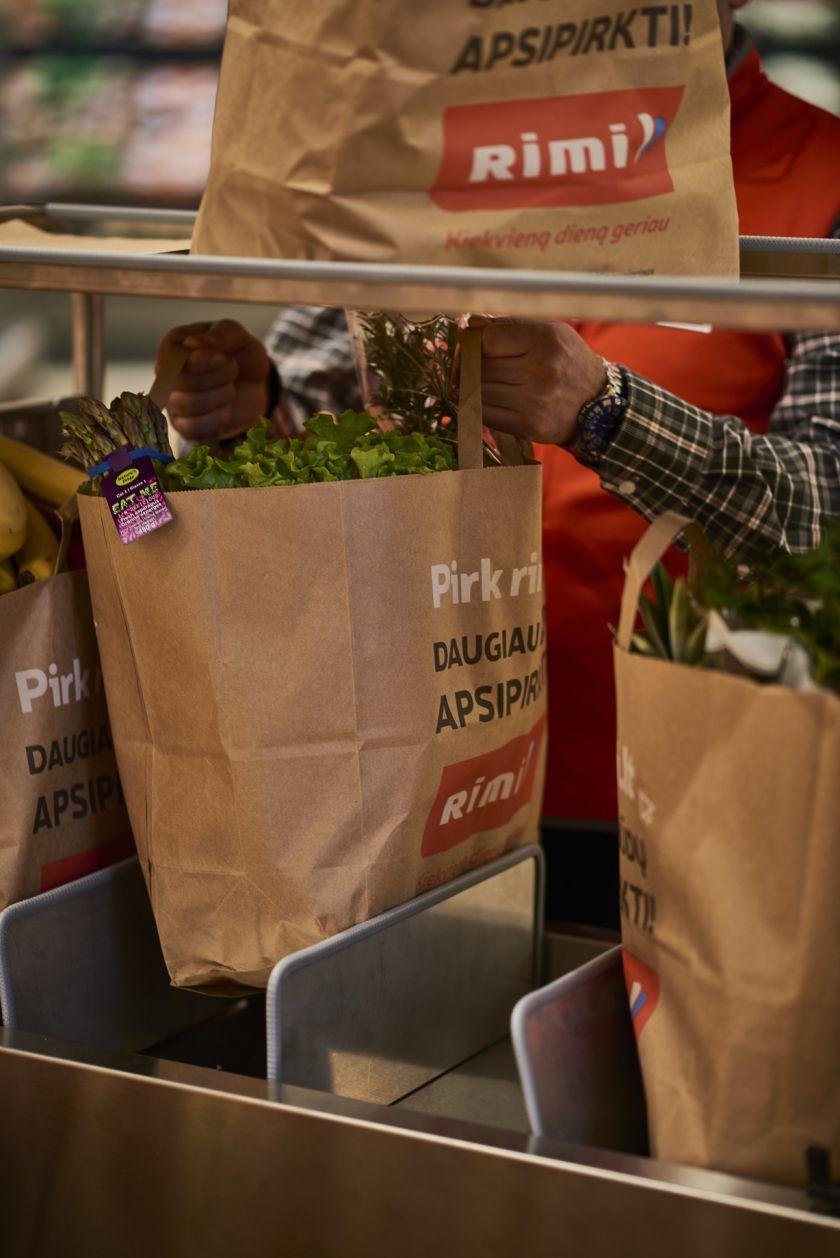 """Perkantiems maisto ir kitas kasdienio vartojimo prekes internetu – naujiena Lietuvoje: """"Rimi.lt"""" pristatymo abonementas"""