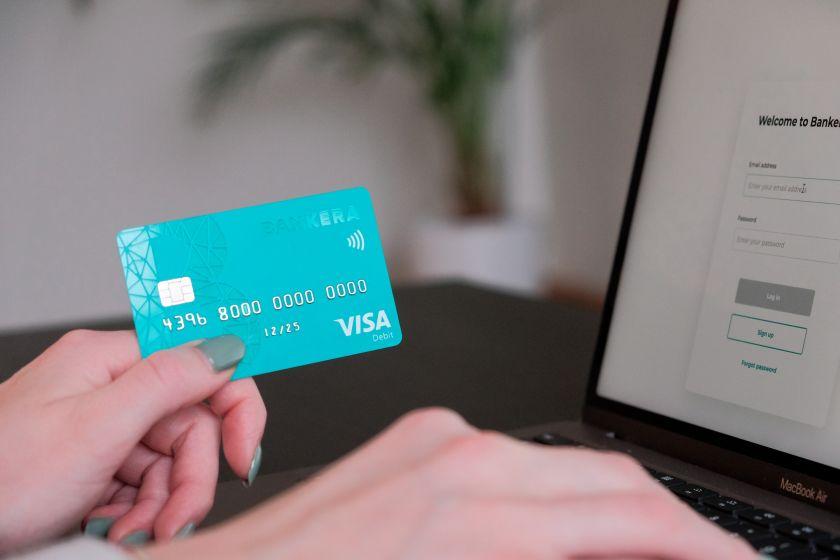"""""""Bankera"""" pristatė """"Visa"""" mokėjimo kortelę: platins nemokamai ir netaikys mėnesinio mokesčio"""