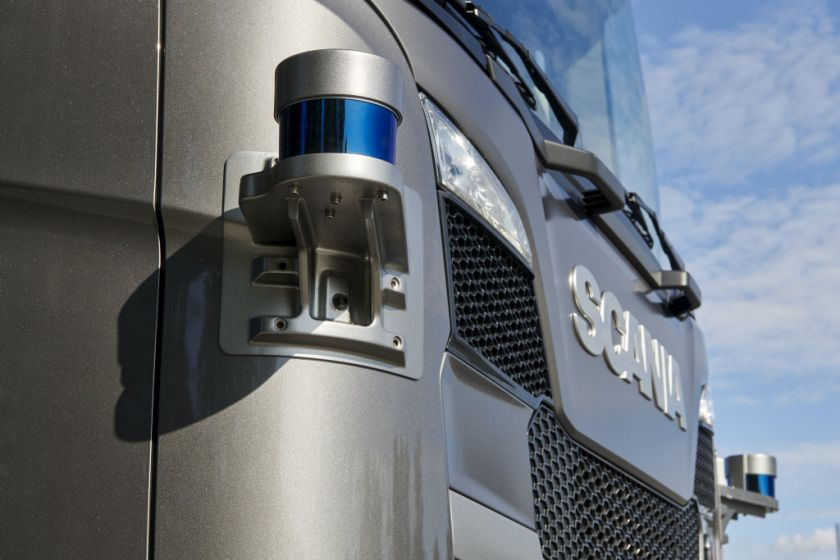 """""""Scania"""" pirmoji Europoje išbandys autonominius sunkvežimius komerciniams kroviniams gabenti greitkeliuose"""