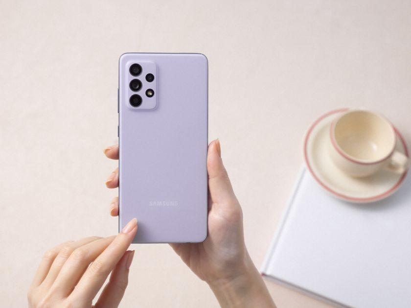 """""""Samsung"""" tęsia šių metų premjeras: pristatė nebrangius """"Galaxy A52"""", """"A52 5G"""" ir """"A72"""" išmaniuosius telefonus"""