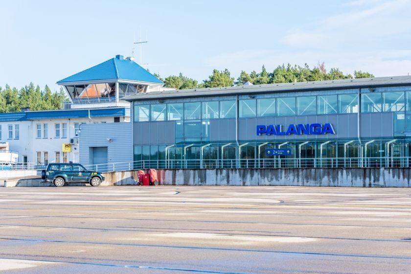 """Pasirašyta sutartis su Palangos oro uosto kilimo-tūpimo tako rekonstrukcijos konkursą laimėjusia kompanija """"A.C.B."""""""