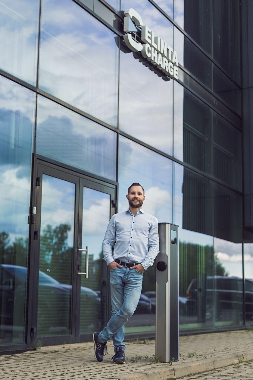 """Pagalbos verslui fondas paskolino 400 tūkst. Eur lietuvių elektromobilių įkrovimo stotelių gamintojai """"Elinta Charge"""""""