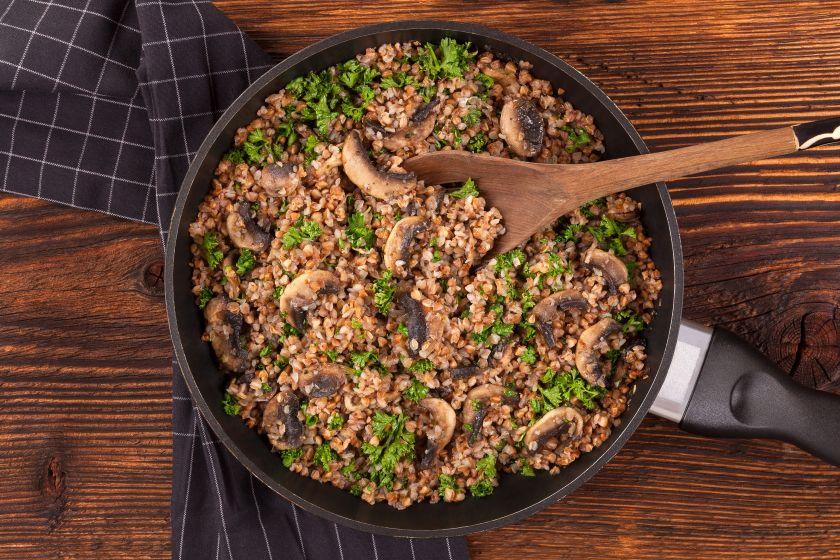 Paprasti, bet tikrai neprasti: kulinarijos klasika vadinami grikiai ir išskirtinai gardžios jų paruošimo idėjos