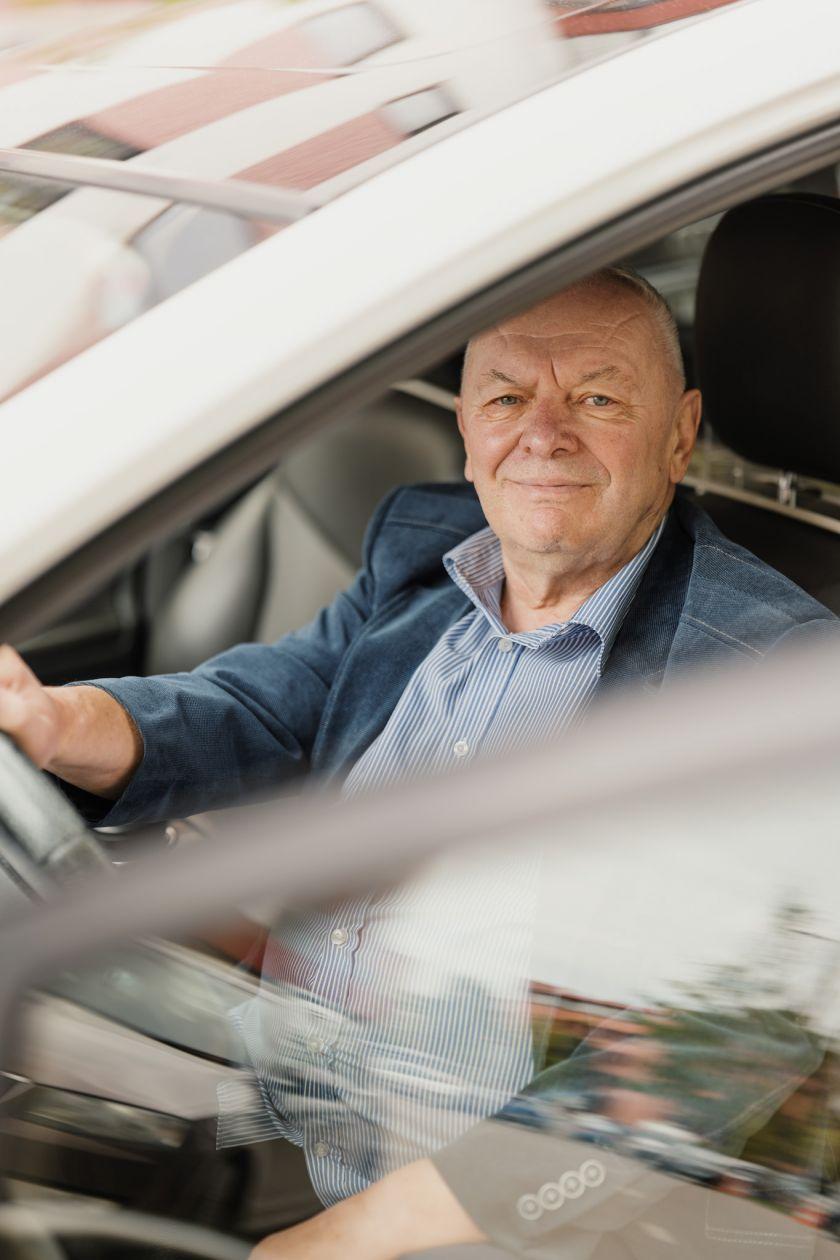 """Solidžiai prie pensijos prisiduriantis pavežėjas: """"jau ir anūkas sako, kad bus vairuotoju"""""""