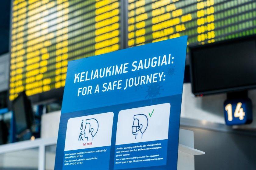 Kelionės lėktuvu su vaikais naujoje realybėje: ką būtina įsidėmėti ruošiantis skrydžiui?