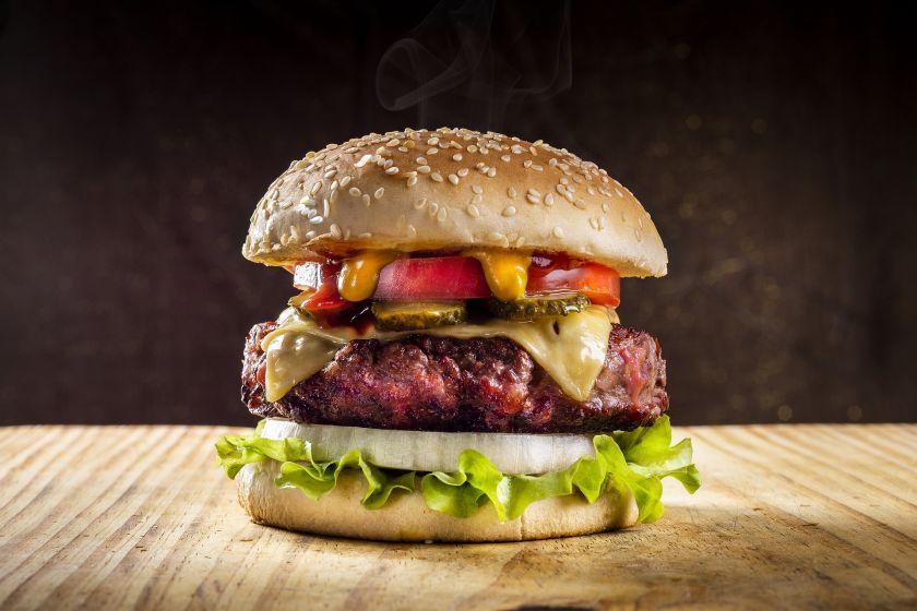 Vasaros grilio sezono karaliai mėsainiai: patarimai, kaip paruošti