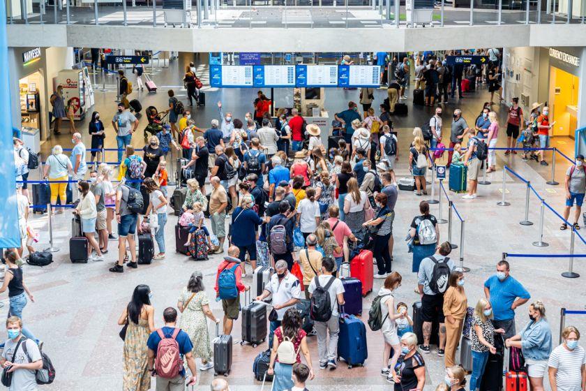 Rekordinė liepa Lietuvos oro uostuose: keleivių srautas augo beveik dvigubai