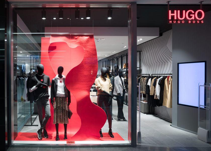 """Kauno """"Akropolyje"""" duris atveria net trys naujos parduotuvės: viena jų – vienintelė Kaune """"Hugo"""" parduotuvė"""